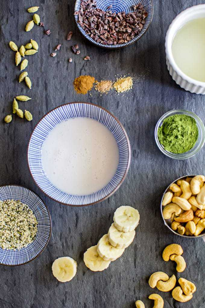 A fun twist on a Chai latte, this delicious Chai Spice Green Smoothie is gluten-free, dairy-free and full of nourishing ingredients and warming spices! | rootandrevel.com