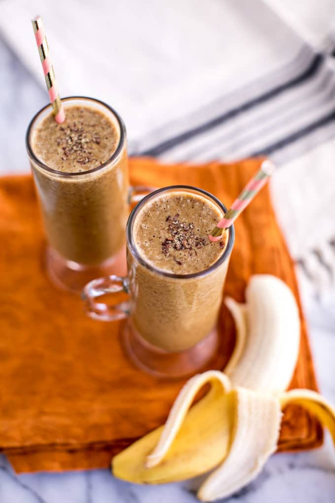 healthy gingerbread smoothie recipe--a festive holiday drink that's vegan, gluten-free, Paleo-friendly
