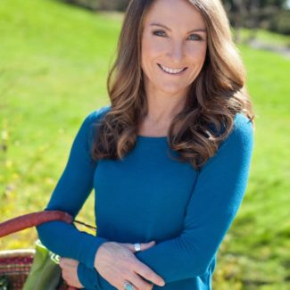 In this inspiring interview, Michelle Babb, author of two best-selling anti-inflammatory cookbooks, shares her favorite natural products, tips on eating for brain health and advice for using food as medicine!