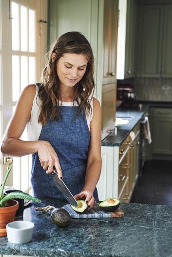 In this inspiring interview, Laura Lea Goldberg of LL Balanced, shares her healthy eating tips + favorite natural products, and advice for dealing with anxiety, making home cooking easier, and living a balanced life.