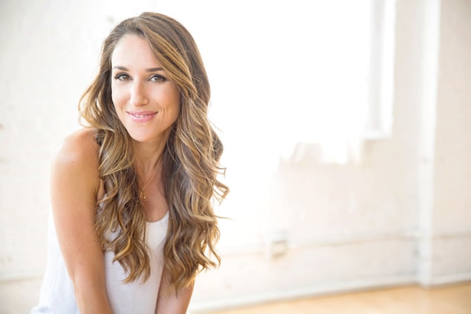 In this inspiring interview, Erin Stutland, online fitness coach and mind-body wellness expert, shares her healthy eating tips + favorite non-toxic beauty products, and advice for living your life with positivity and radiance!