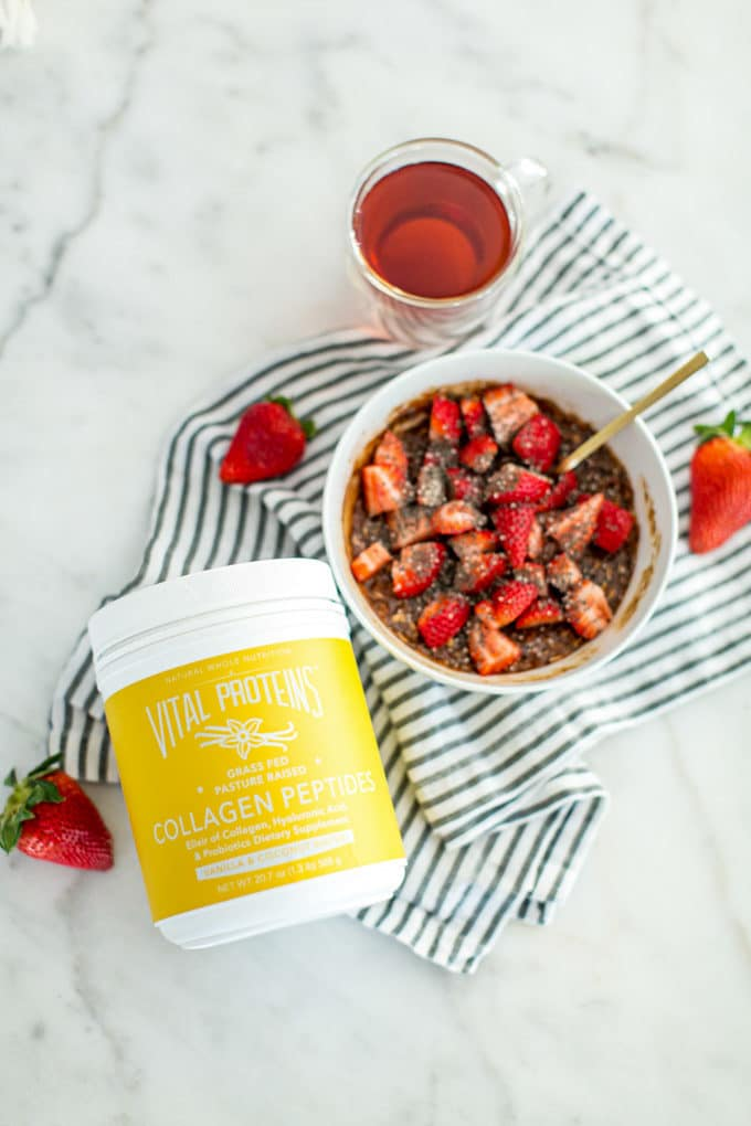 Breakfast in under 5 minutes? This Superfood Strawberry Chocolate Oatmeal is a total AM gamechanger. Chockfull of protein, fiber and healthy fats and bursting with delicious chocolatey flavor, this oatmeal is creamy and decadent, and yet weightloss-friendly and totally guilt-free!