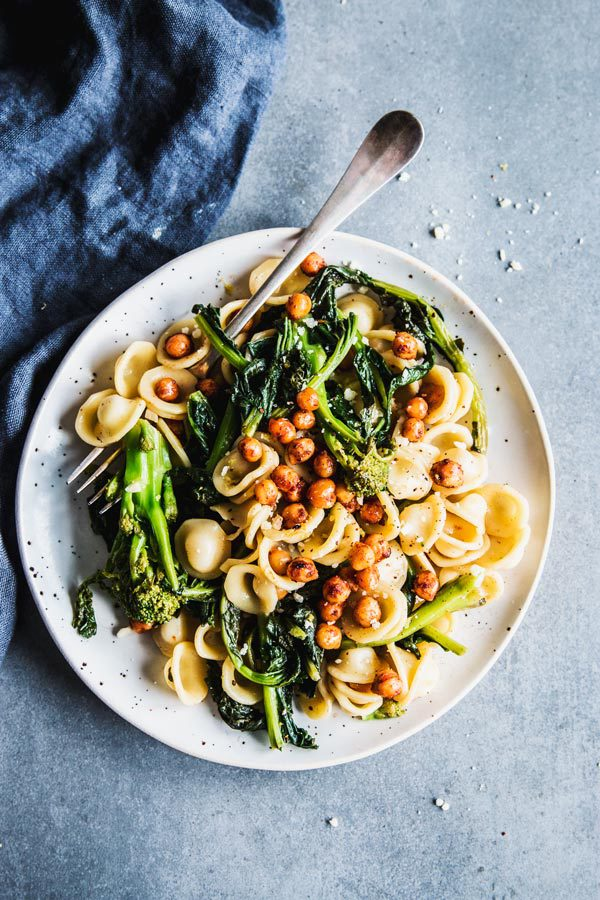 SEASONAL WINTER FOOD: Broccoli + Broccoli Rabe - Broccoli Rabe Pasta with Smoky Chickpeas